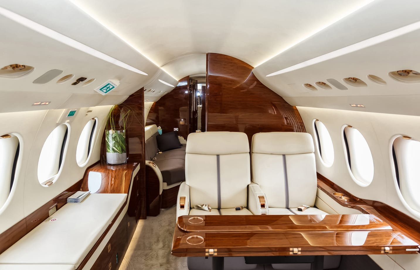 what-is-a-private-jet-broker
